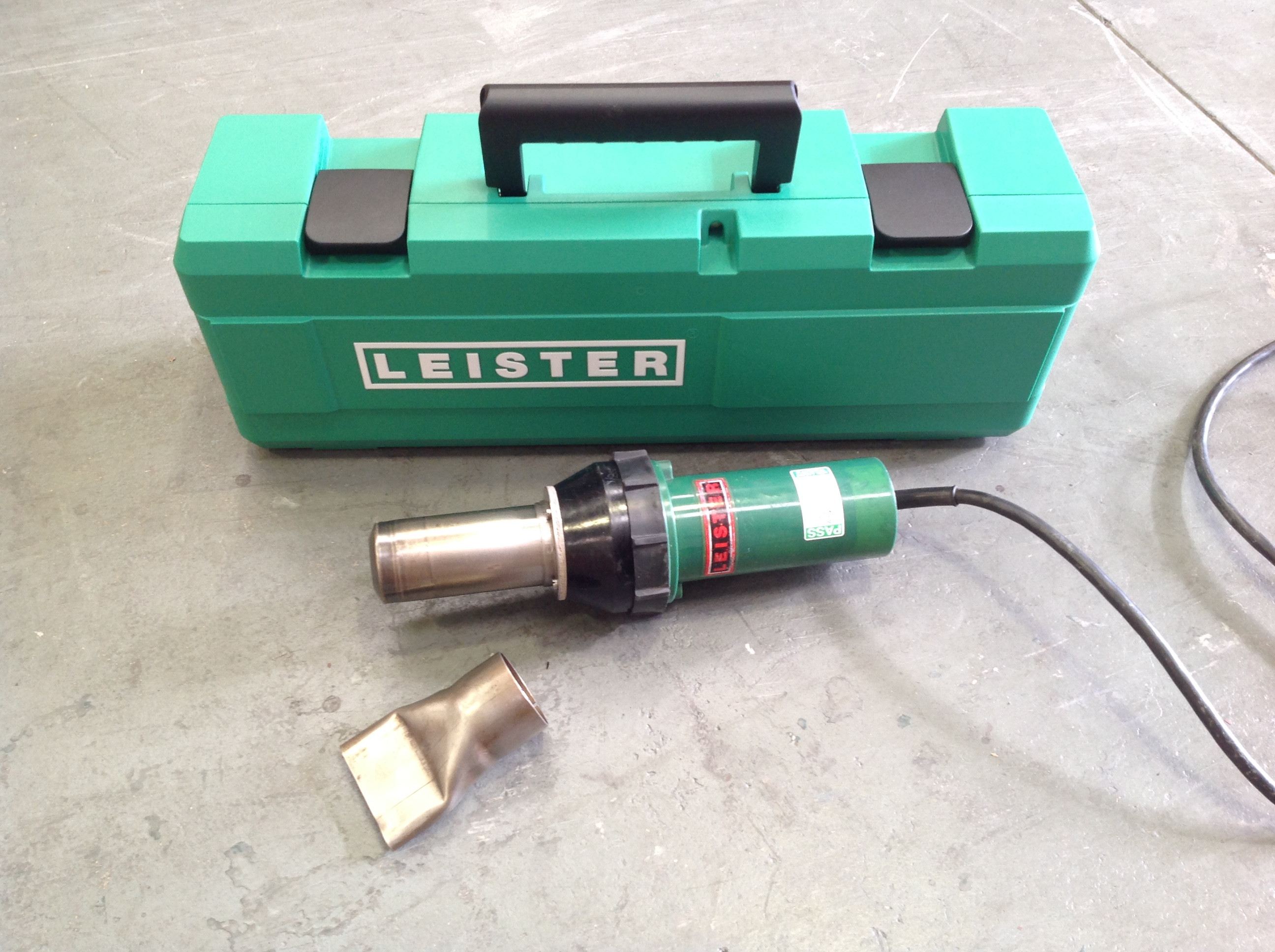 Leister Electron Hot Air Roofing Heat Gun Welder with Nozzle and New Case - 240V - 240V (USED151)