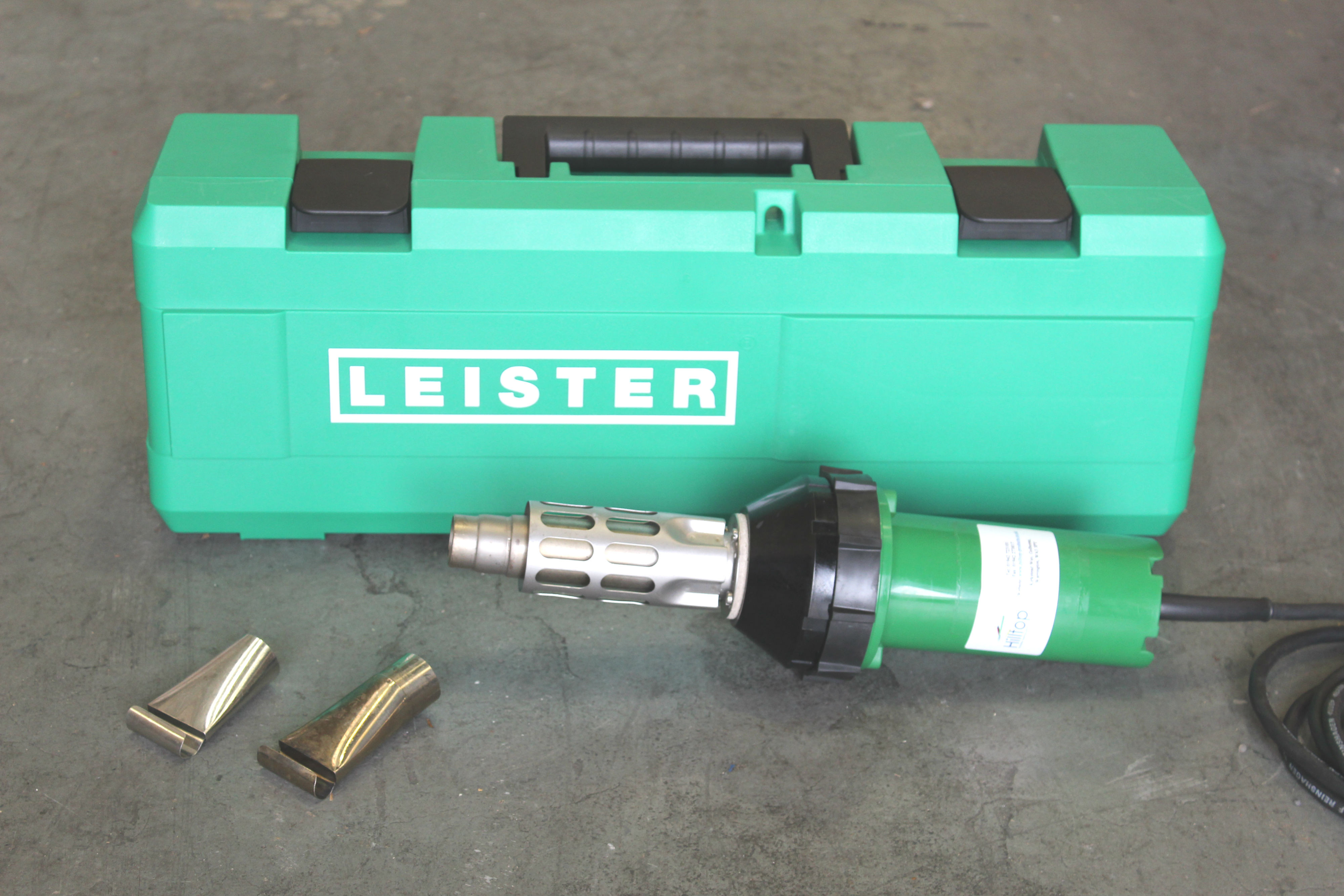 Used Raychem / Leister CV-1981 110V with Brand New Case and 2 PR Nozzles USED156